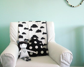 Modern Baby Quilt in White and Black Cloud Print for Girl – Reversible