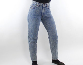 Vintage 80's Levi's zipper fly acid washed jeans, dark wash, high waist, tapered legs - 28x30