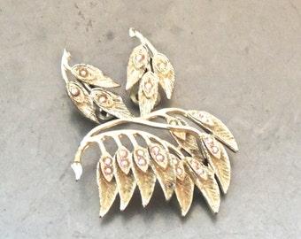vintage rhinestone jewelry set - 1950s leaf cluster brooch & clip on earrings set