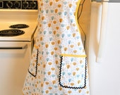 Vintage Old Fashioned Style Full Apron with Tulips