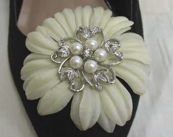 Daisy flower pearl bead and diamonte shoe clips - ideal for wedding shoes