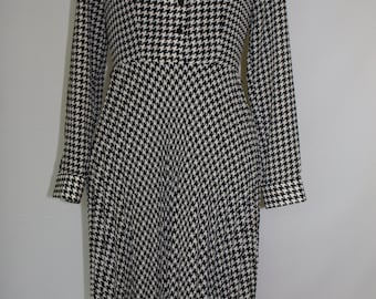 Vintage Lauren Ralph Lauren Dress Black White Houndstooth Pleated Dress Long Sleeve Flare Skirt Button Up Poly Size 4