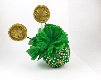 St Patricks Day Ribbon Pinecone Ornament, St Pattys Day Decor, Green and Gold Clover Leaf, Irish Decoration, Green Flowers, Quilted Ornament