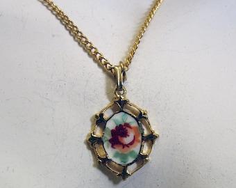 1960's Vintage Floral Enamel Pendant Necklace