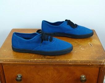 1990s 1980s Vintage Blue and Black Pinstriped Canvas Sneakers / 90s 80s Lace-Up Cobalt Blue Striped Cotton Tennis Shoes / Size 7 US Women's