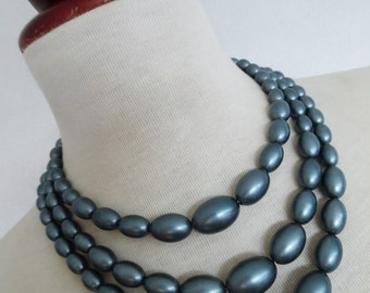 SALE :)))) PEARL BARRELS . Beautiful Beads Pinup Pearls Necklace 50s 3 Strings Grey