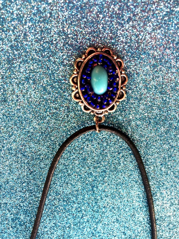 dark blue seed bead light blue pendant on black leather pendant