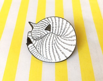 Kitten Ball Enamel Pin Badge - Cat Pin Brooch - Cute Kitty Pin Badge - Flair Badge