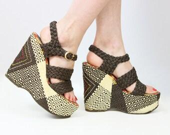 vintage 70s platform sandals / 1970s woven straw sandals / mega high statement sandals / open toe strappy sandals / size 7 7.5 shoes