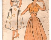 """1950's New York One-Piece Dress with Bloused V-Neck and Buttoned Waist Pattern - Bust 32"""" - No. 1353"""