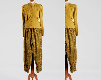 1970s Vintage 2 parts Woman Suit – Blouse-Jacket & Pants – in warm Angora style typical Mustard color