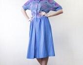 Vintage 70s blue abstract striped print short sleeve box pleat shirt dress