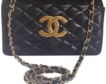 80's vintage CHANEL black lambskin shoulder bag with golden large CC closure and beak tip flap tip. Classic 2.55 bag.