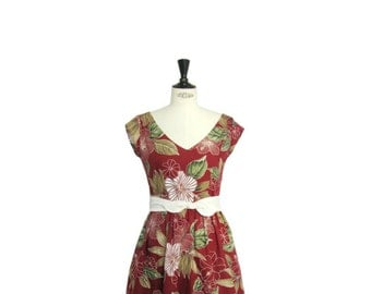 1950s style summer dress, burgundy flower print, Hawaiian print, V-neckline