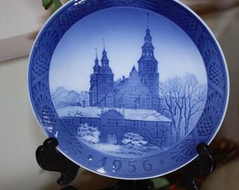 1956 Royal Copenhagen Rosenborg Castle Collectors Plate, Dutch, Blue and White