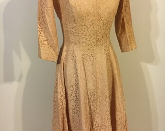 GORGEOUS 1950s peach lace dress circle skirt