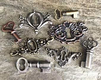 steampunk jewelry findings skeleton keys and key holes etruscan victorian style antiqued silver bronze copper, lot of 8 pcs