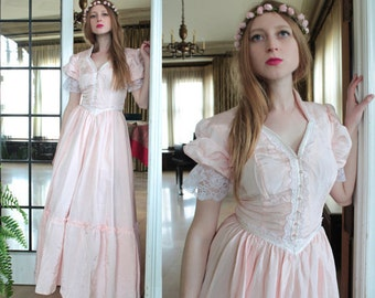 Vintage Victorian Wedding Dress GUNNE SAX Romantic Pink & White Lace trim ruffled MAXI Folk Festivals Formal Country Girls Gown Small Size 7