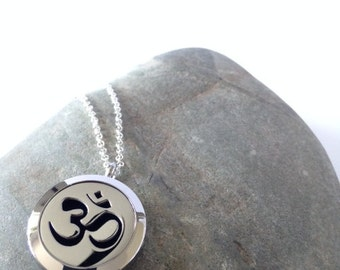Aromatherapy necklace,Essential oil necklace,Essential oil diffuser,Essential oil,Locket necklace,Essential oil locket,Silver Locket,om