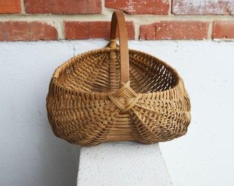 Vintage/Primitive/Buttocks Gathering Basket/13 Inches