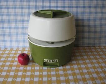 Round Canister Set - Rubbermaid -5 pieces - Mod - Lazy Susan - Vintage 1970's