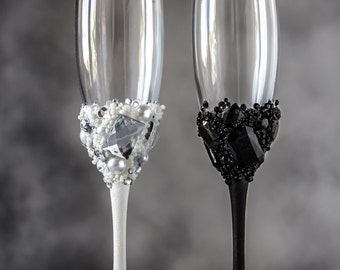 Mr & Mrs Wedding Toasting Glasses, Crystals Black and White, Personalized Champagne Flutes, 2pcs G3/11/16-0001