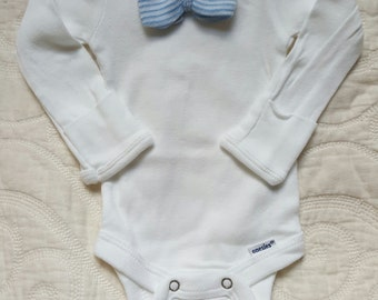Newborn Boy Mini Bow-tie outfit.  Blue & White Striped Bow-tie.  Newborn Boy Coming Home Outfit.