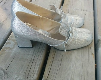Vintage 1960s 1970s Silver Pilgrim Loafers by Simpsons-Sears. Chunky, Low Heel, Pump. Silver Buckle.
