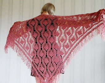 Large triangle wool scarf. Ladies 69'' / 177 cm vintage handmade crochet lilac mulberry wool accessory from 1970's. Piano shawl.