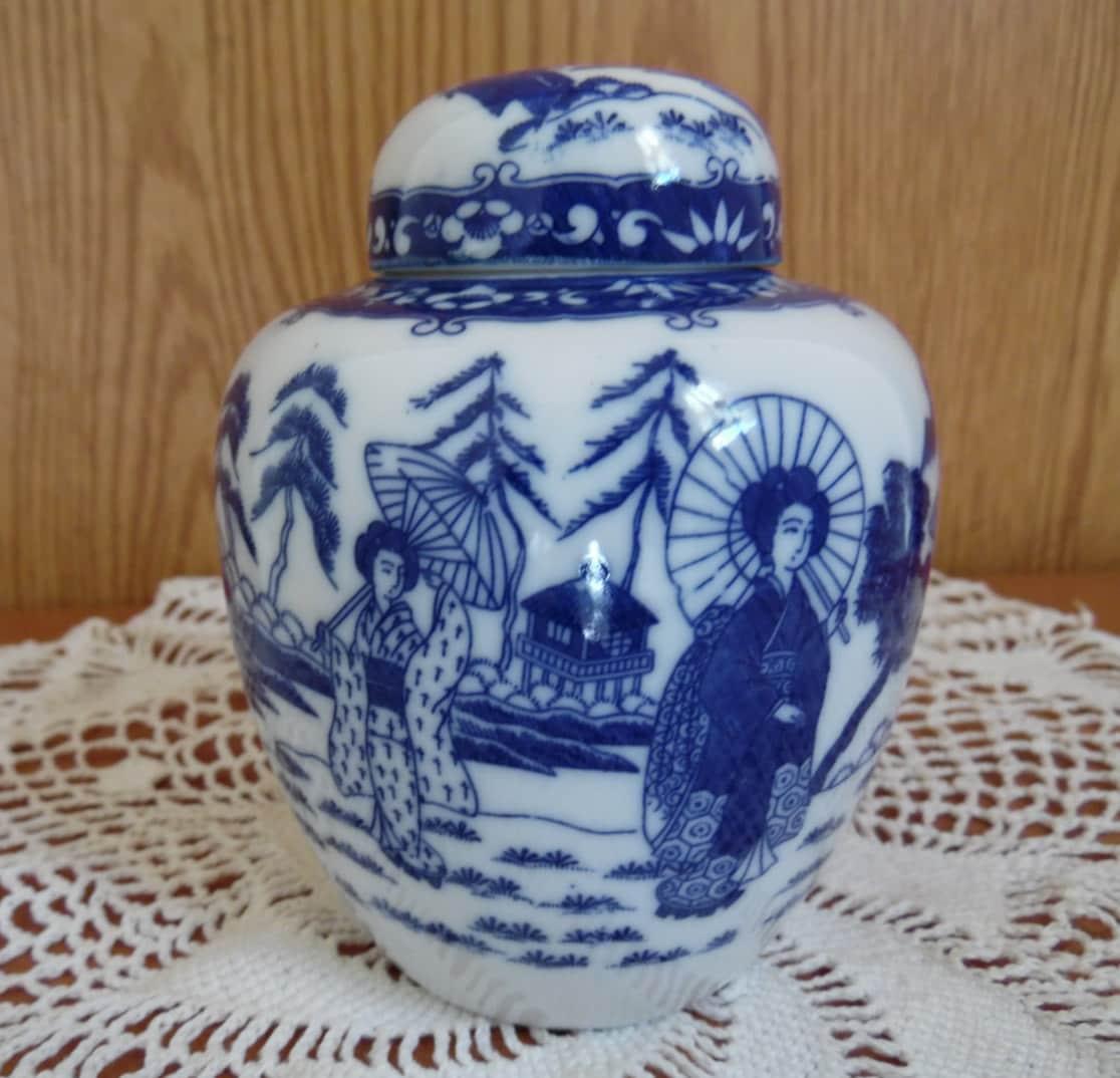 vintage japanese ginger jar cobalt blue and white porcelain. Black Bedroom Furniture Sets. Home Design Ideas