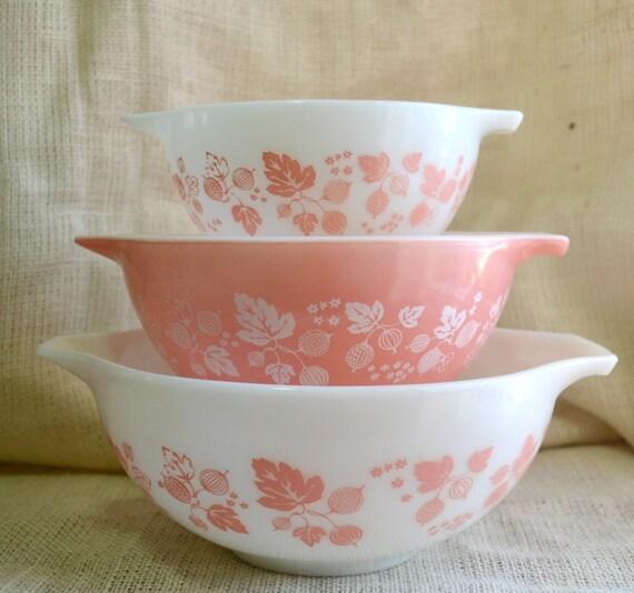Vintage Pyrex Gooseberry Cinderella Mixing Bowls // Pink and white Pyrex bowls // Pyrex nesting bowls