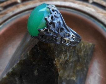 Onyx ring, green onyx ring,womens black ring, size 8 ring,onyx ring, gothic ring, fleur de lis ring,oxidized ring, green ring, goth ring