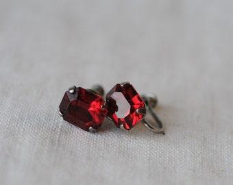Vintage Red Rhinestone Earrings, Siam Red, Emerald Cut, Glass, Silver Tone, Screw Earrings, KC009