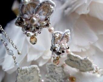 Flower necklace Art Nouveau flowers Romantic jewelry Pansy flower necklace Unique necklace Bridal necklace Statement necklace