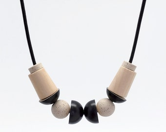 STUDY n.15 // Speckled stoneware and wood necklace
