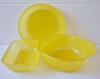 Agee Pyrex Sprayware Three Piece In Yellow