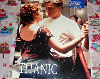 Titanic Tear-Out Photo Book Film Memorabilia Leonardo Dicaprio Kate Winslet Paperback Poster Book Collectable 20 Posters Disaster Movie Film