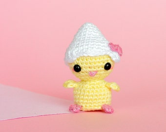 Amigurumi poussin, Poussin Paques en peluche, Poussin et sa coquille, Décoration Paques poussin crochet, Peluche décorative miniature animal