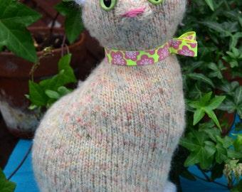 Luisa the cream knitted cat
