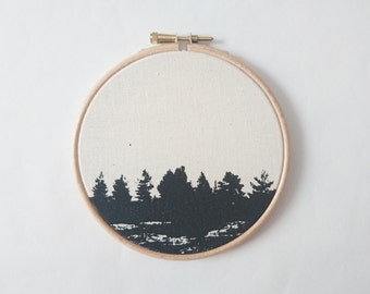 Silkscreen on cotton Calico in the wood hoop Ø ca. 12 cm