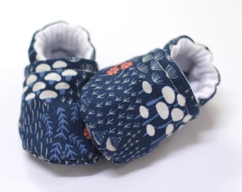 Baby flora shoes, baby shoes girl, crib shoes, baby booties, soft sole, organic flora, baby moccs, kids shoes, baby girl shoes, baby shoes