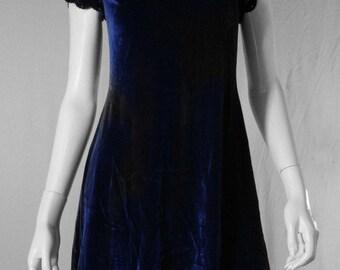 lisa loeb 90s crushed velvet dress