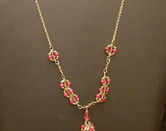 Gold necklace with pink detail