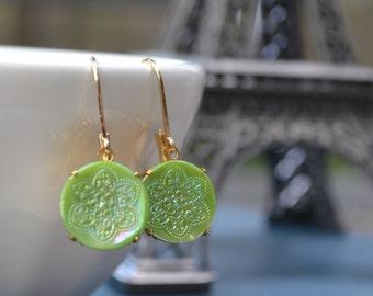 Jadeite Earrings, Green Glass Button, Jadeite Glass Button, Lever Back Earrings, Button Earrings, Retro Vintage Jewelry, Lapin du Printemps