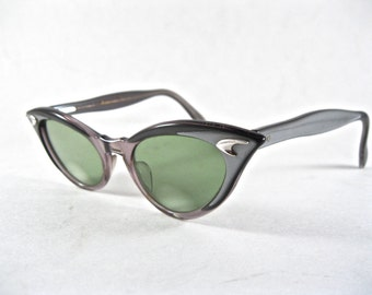vintage cat eye glasses. silver plastic layered eyeglass frames w/ boomerang. 1950s American Optical AO 46-20