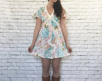 Vintage 70s Floral Flutter Sleeve Lace Wrap Belt Trapeze Mini Dress M L