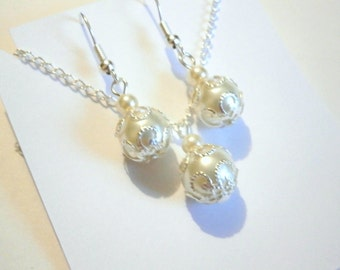 Bridesmaid Gift Set , Ivory Pearl Necklace and Earring Set, Bridesmaids Gift, Bridesmaid necklace, Bridal Jewelry Set