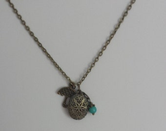 Charming Essential Oil Defuser Charm Locket Necklace w/ additional aromatherapy  defuser felt pads