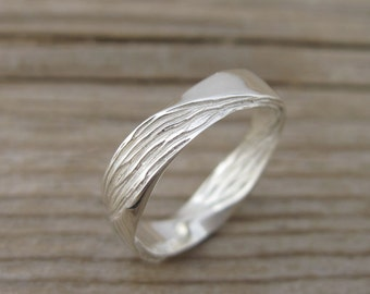 Mobius Wedding band, 4.5mm Mobius Ring In 14k/18k Gold, Wood Finish Wedding Ring, Modern & Contemporary, Mens Wedding Band, Wood