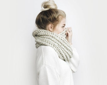 Infinity Scarf, Chunky Knit ⨯ The Léogâne ⨯ in OATMEAL